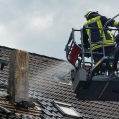Kaminbrand sorgt für langwierigen Einsatz